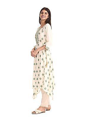 Anahi White Embroidered Yoke Printed Kurta